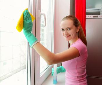 De l'aide pour nettoyer vos vitres